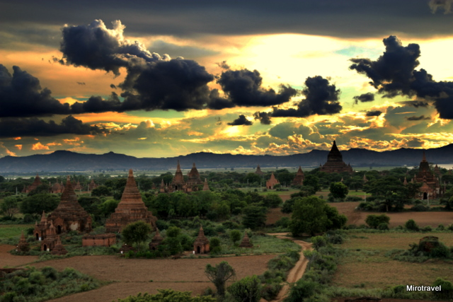 Magiczny Pagan - Bagan o zachodzie