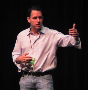 Peter Thiel, założyciel PayPal sprzedaje większość swoich akcji w Facebooku